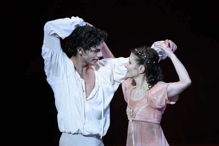 image of Alina Cojocaru and Isaac Hernandez in Romeo and Juliet. Image courtesy Bill Cooper. English National Ballet.