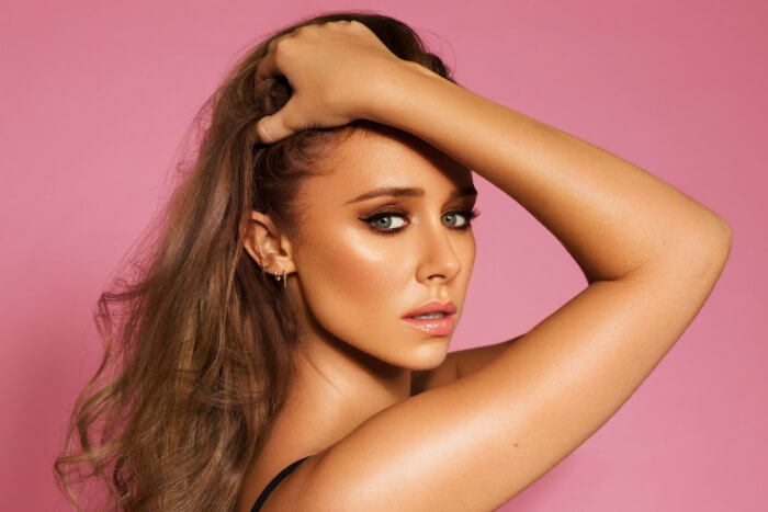 """Una Healy: In Interview – """"I almost feel like a new artist starting solo"""""""
