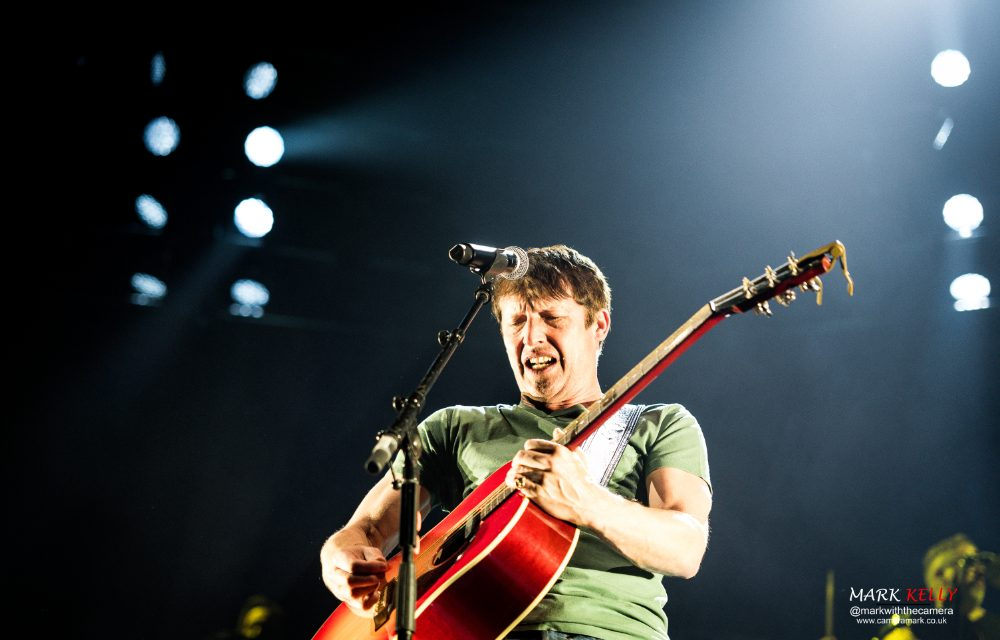 In Pictures: James Blunt and Ward Thomas at Manchester Arena