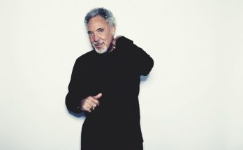 Tom Jones will perform at Haydock Park Racecourse