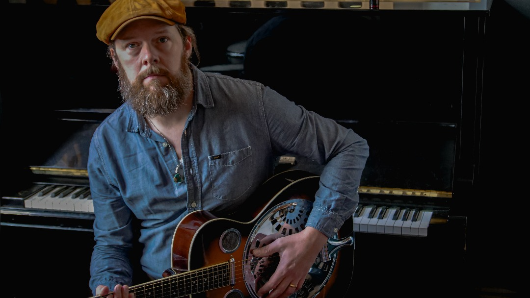 Mike Ross releases new acoustic album – teases Manchester tour date